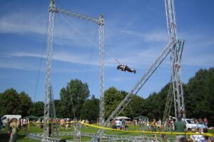playandfunteam-Giant-Swing-00
